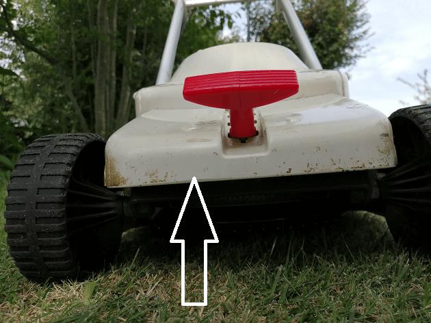 芝刈り機を高く設定する