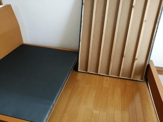 ベッドの下を掃除